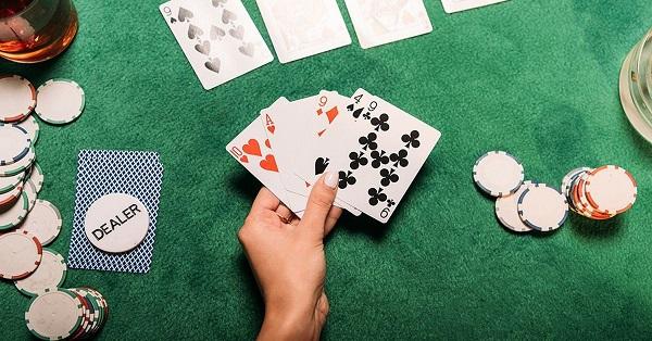 Poker Publik Vs Poker Pribadi